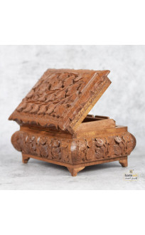 EXQUISITE WALNUT WOOD HAND CARVED JEWELLERY BOX